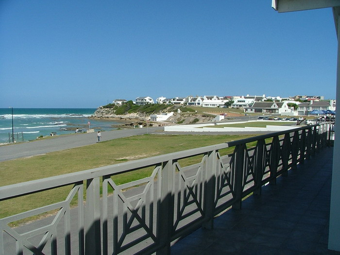 Arniston Holiday Accommodation Self-catering holiday homes - Arniston Letting Harbour View Upper